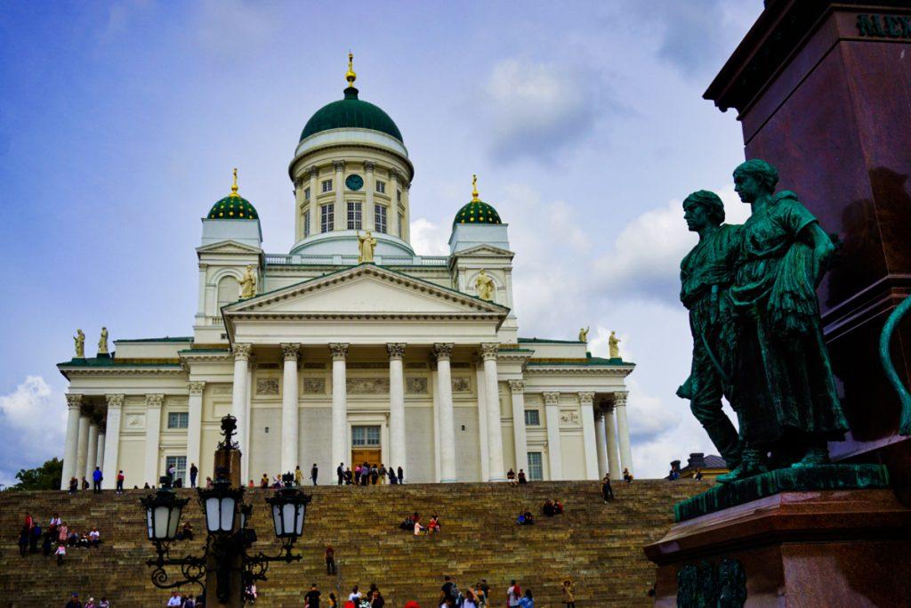 Helsingin tuomiokikko - Helsinki cathedral - Experiencing the Globe
