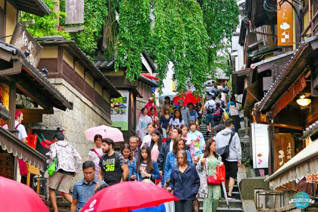 Avoid day trips to overcrowded cities – The Invisible Tourist
