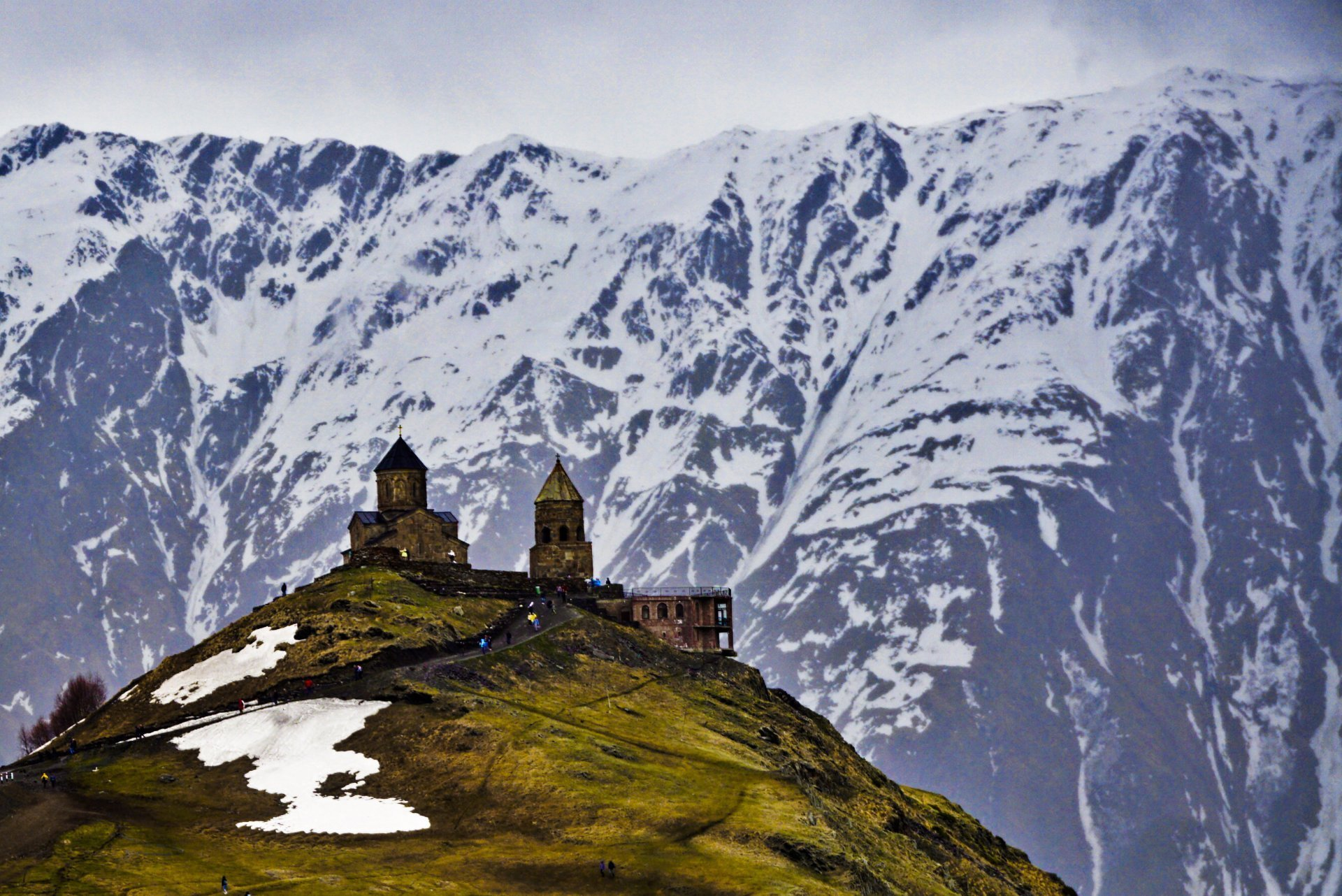 Gergeti Trinity Church, Kazbegi, Georgia – Experiencing the Globe