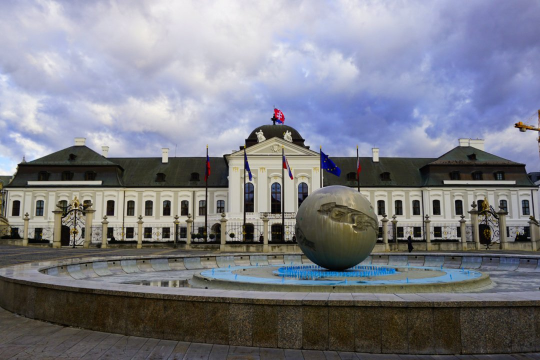 Presidential palace, Bratislava, Slovakia – Experiencing the Globe