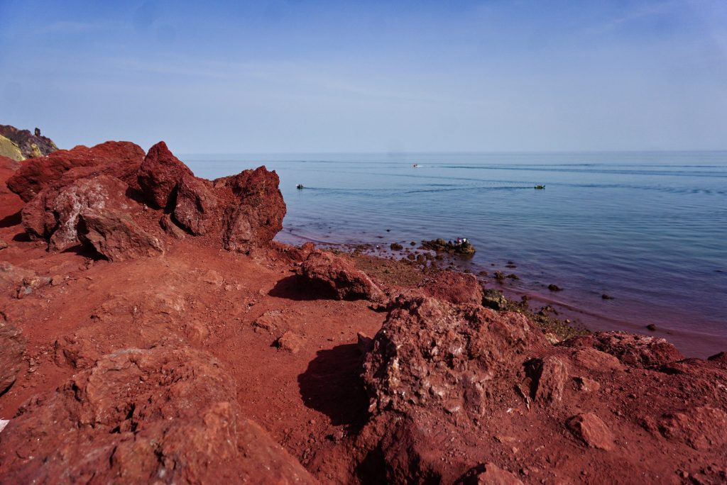 Red beach, Hormuz, Iran – Experiencing the Globe